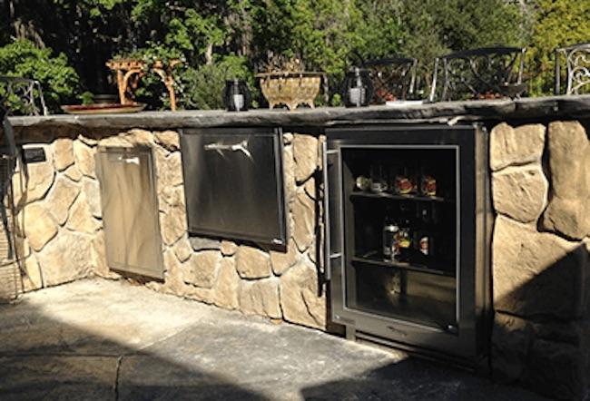 Outdoor Kitchen w/ Fridge