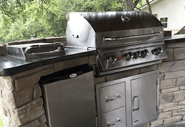 Outdoor Kitchen w/ Grill