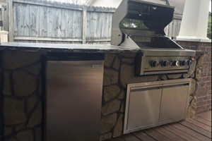 Outdoor Kitchen w/ Open Grill