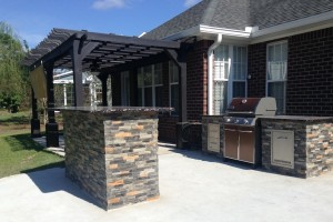 Outdoor Kitchen w/ Standing Bar