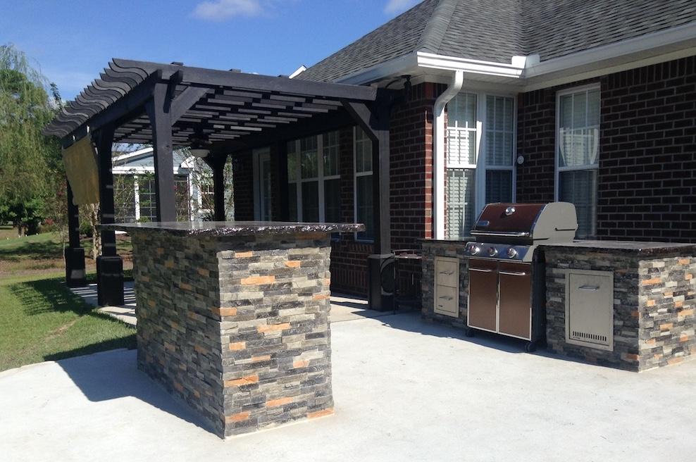 Outdoor Kitchen w/ Standing Bar