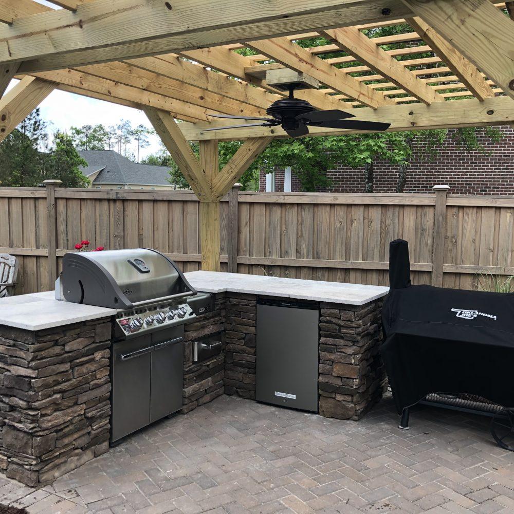 Outdoor Kitchen / Pergola